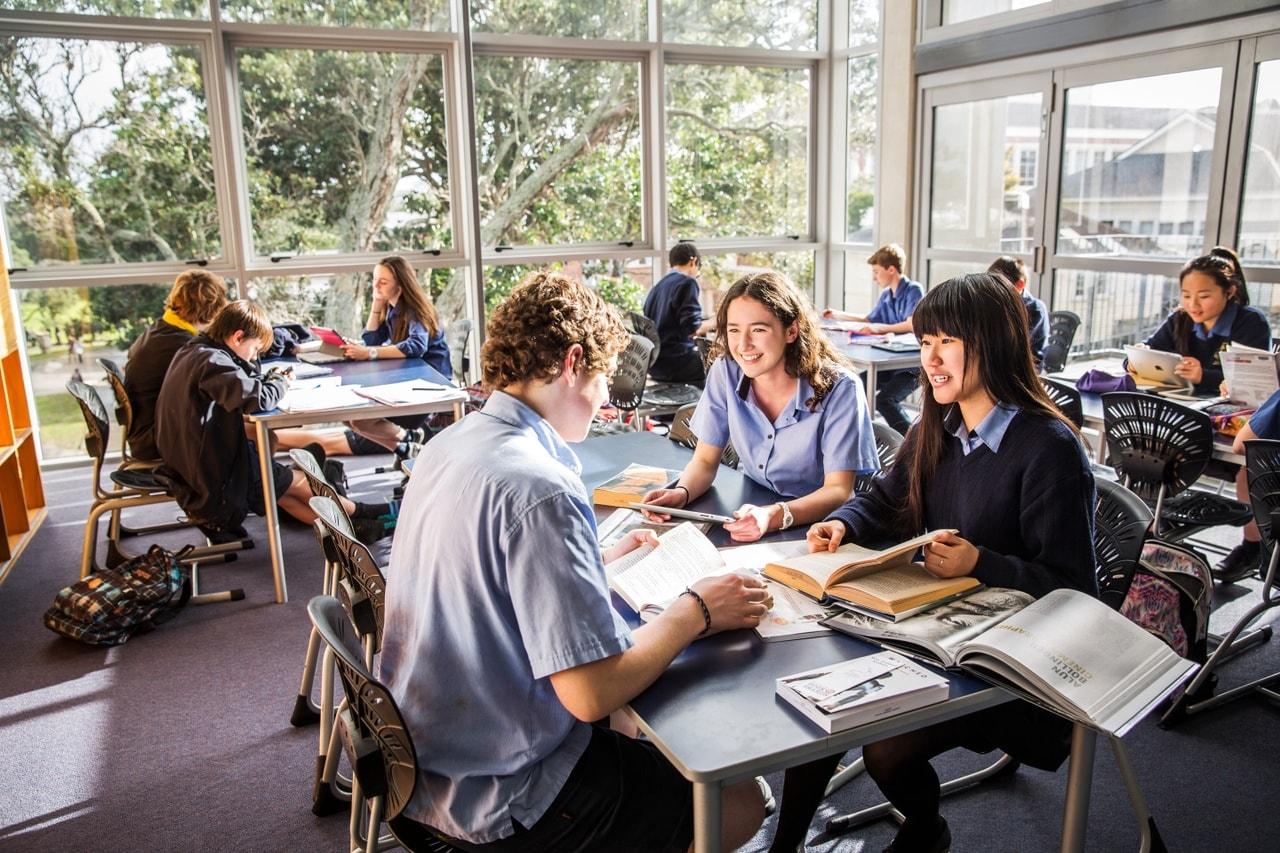 estudios en Nueva Zelanda. Interior de una aula de secundaria en un colegio o instituto en Nueva Zelanda