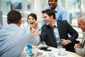 Relaciones personales en el trabajo en Nueva Zelanda. Empieza la jornada feliz