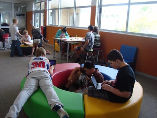Alumnos realizando diferentes actividades por centro de interés colegio en Nueva Zelanda Auckland