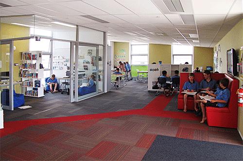 Aulas con espacios diferenciados para trabajo por centros de interés colegios en Nueva Zelanda Auckland
