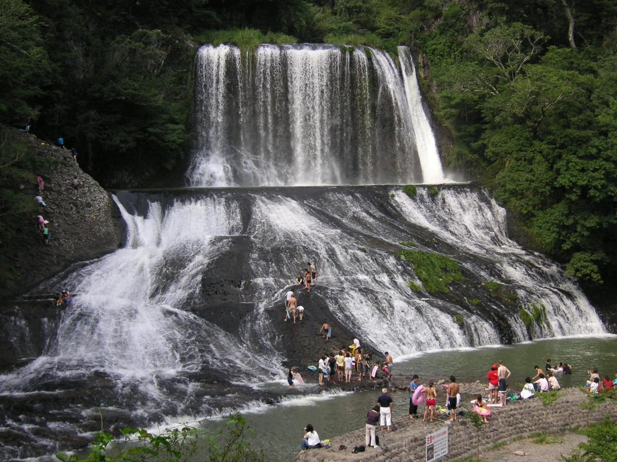 Viajar a Nueva Zelanda para conocer el tobogán Rere Rockslide
