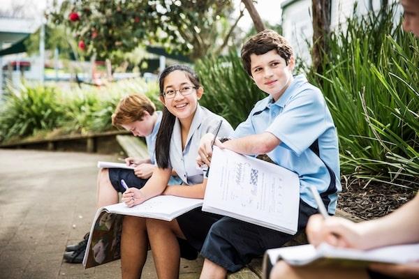 Estudiantes realizando tareas en un colegio en Nueva Zelanda.